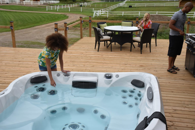Outdoor Family-Friendly Jacuzzi Hot Tub